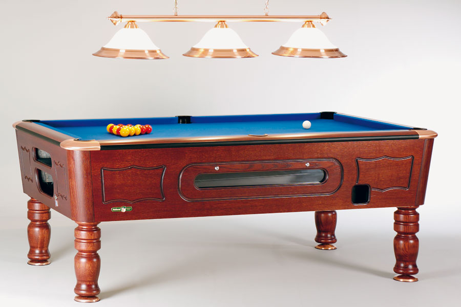 Balmoral - Smart and profitable table with solid wood parts.